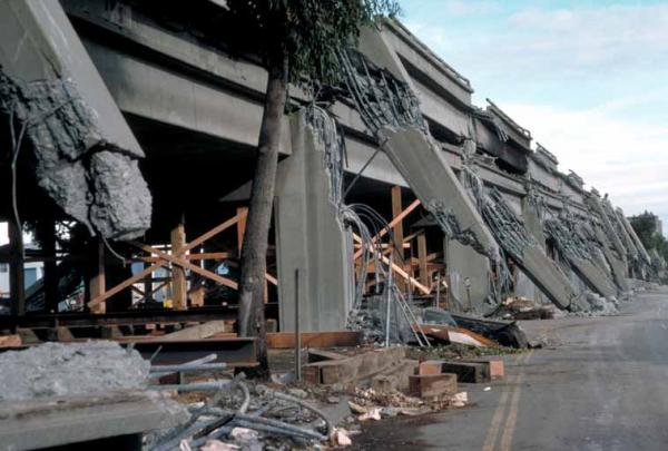 A section of the I-880 viaduct through Oakland, CA collapsed as a result of the Loma Prieta earthquake.